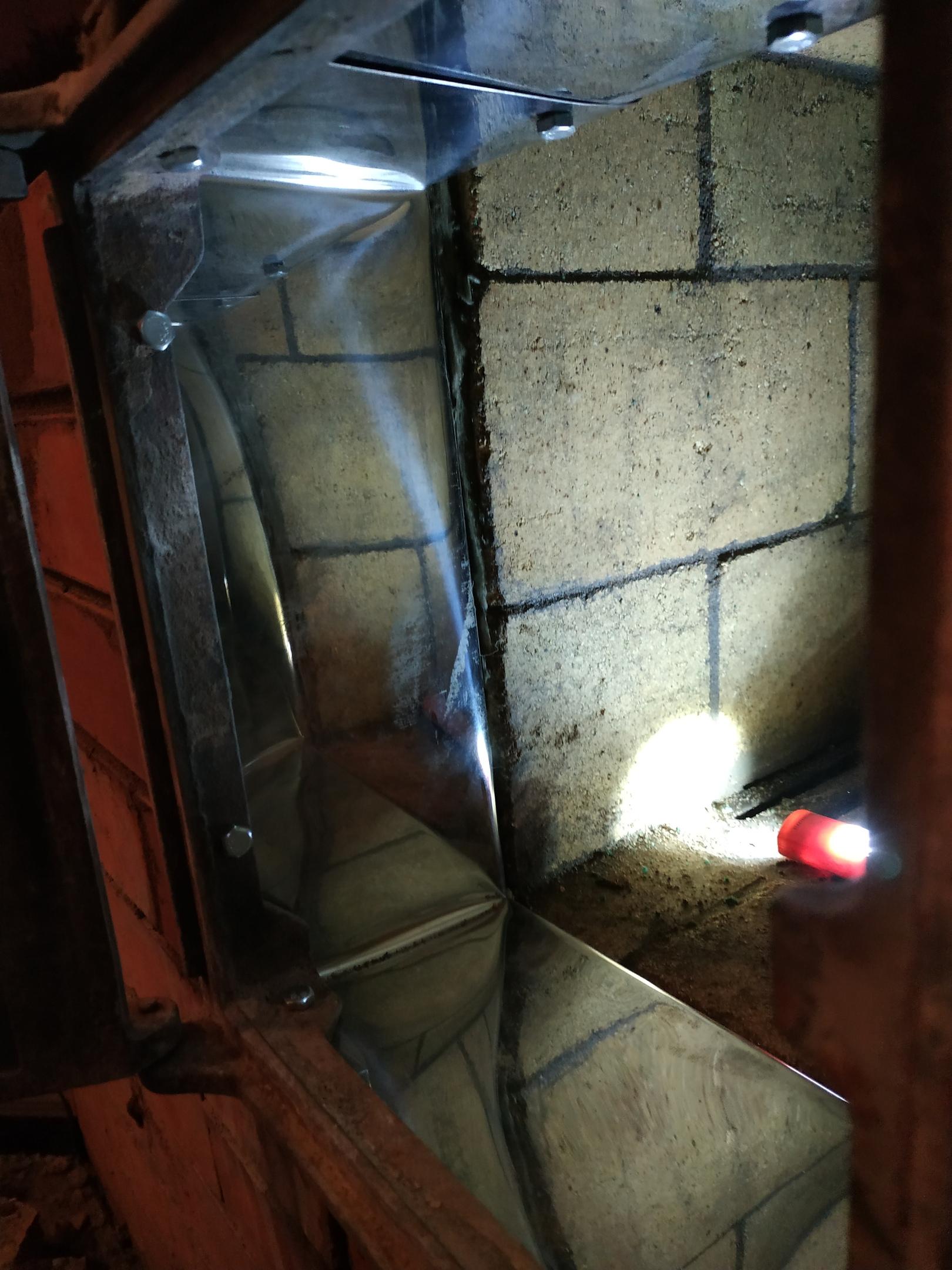 Установленная топочная дверца